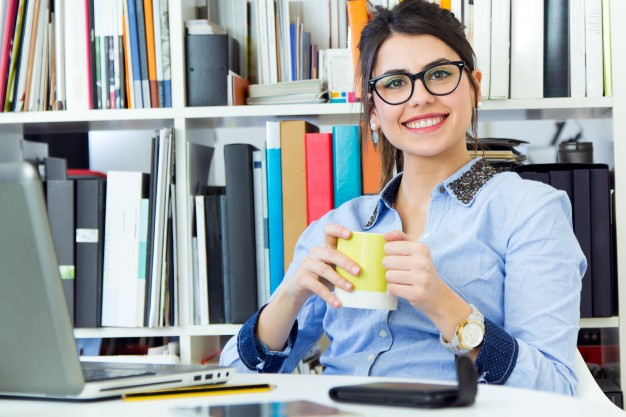 HOW TO STAY SLIM AND FIT IF YOU HAVE A DESK JOB